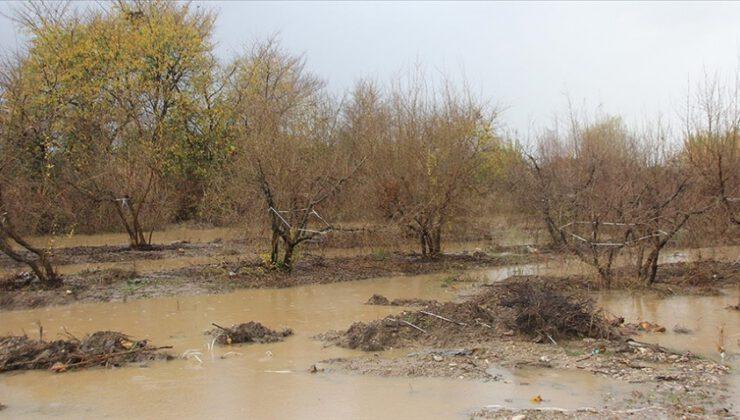 Antalya'da yağış su baskınlarına yol açtı