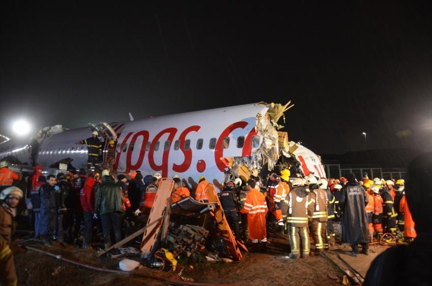 Uçak pistten çıktı…3 kişi…