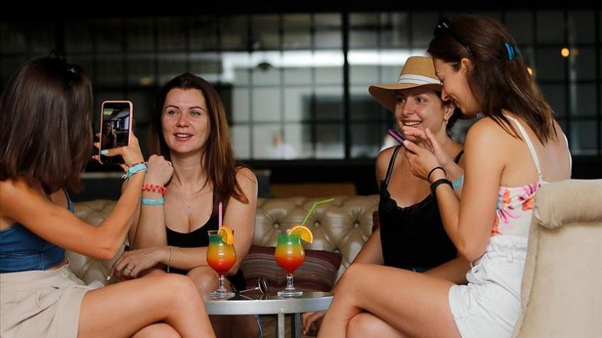 Ukraynalı turistlerden Türkiye'ye 'güvenli tatil' övgüsü