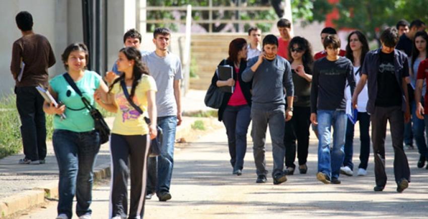 Üniversite öğrencilerine erteleme ve kayıt dondurma hakkı