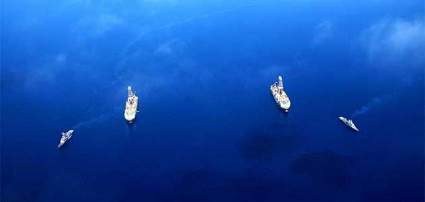 """Yavuz sondaj gemisi """"Fatih""""i selamladı"""