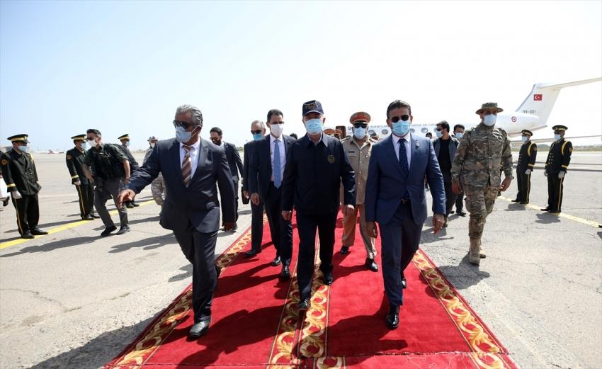Bakan Akar Libya'da