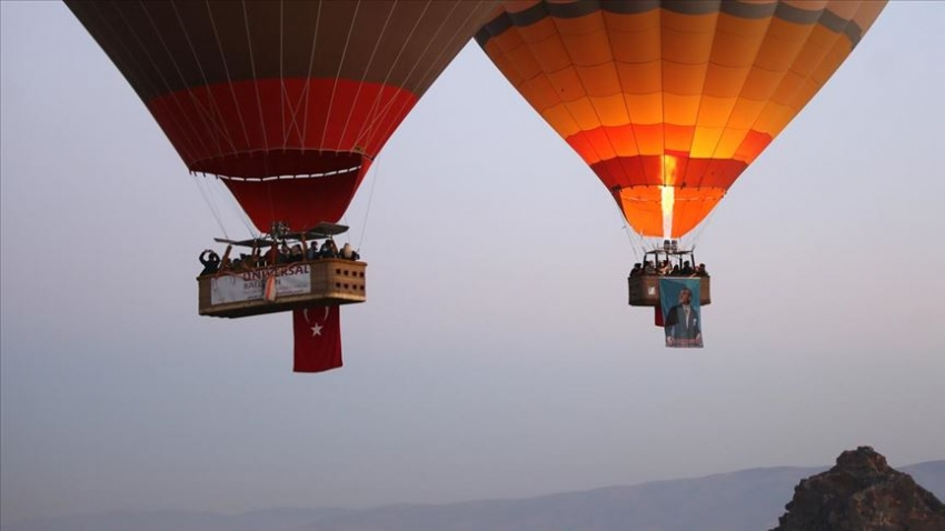 Balonlar, Atatürk posterleriyle uçtu