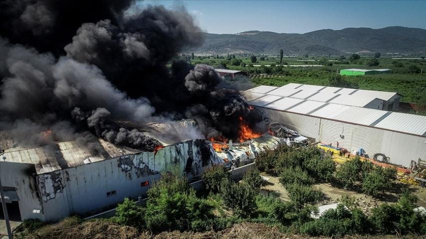 Bursa'da bitişik 3 depoda yangın