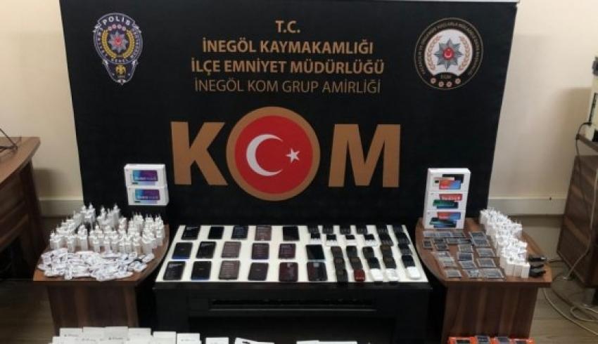 Bursa'da gümrük kaçağı cep telefonu ve aksesuarlar ele geçirildi