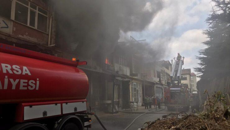 Bursa'da mobilya imalathanesinde yangın