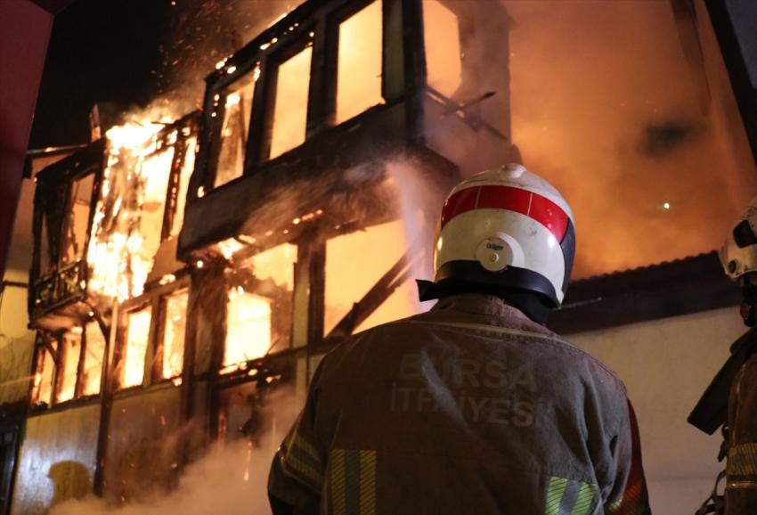 Bursa'da tarihi ev yangını
