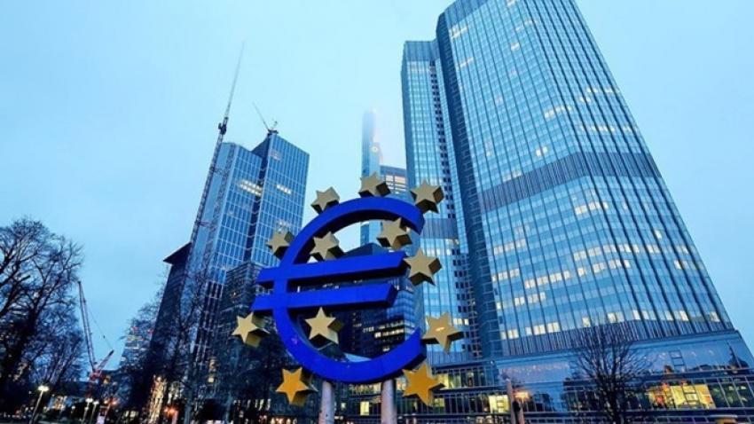 """ECB'den """"belirsizlik"""" uyarısı"""