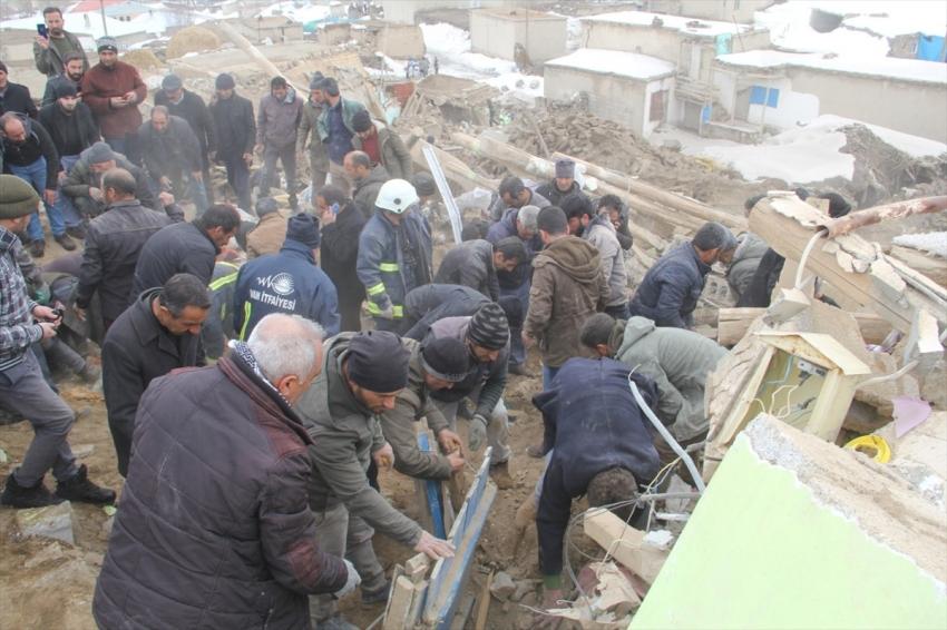 Ekipler deprem bölgesinde