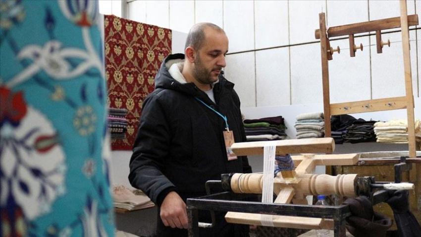 İpek üretimini sanatla ihracata dönüştürdü