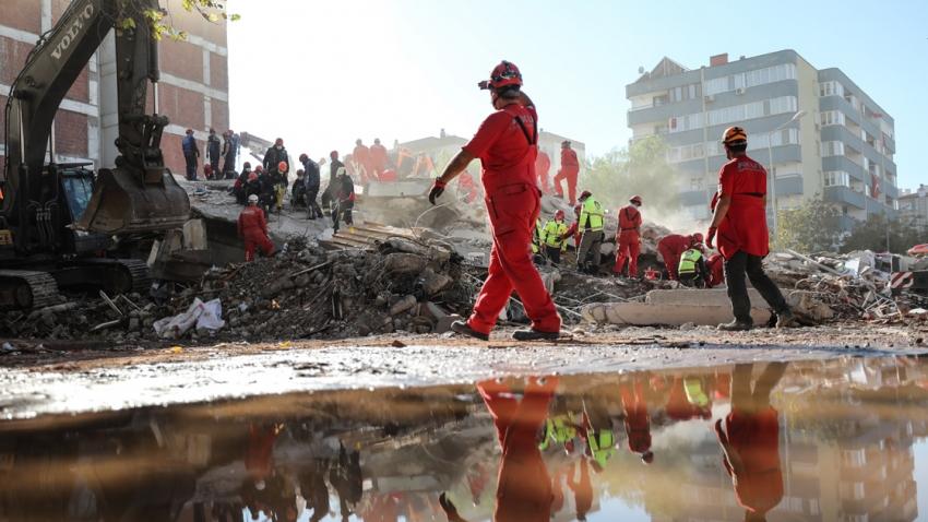 İzmir'de can kaybı 64'ye yükseldi
