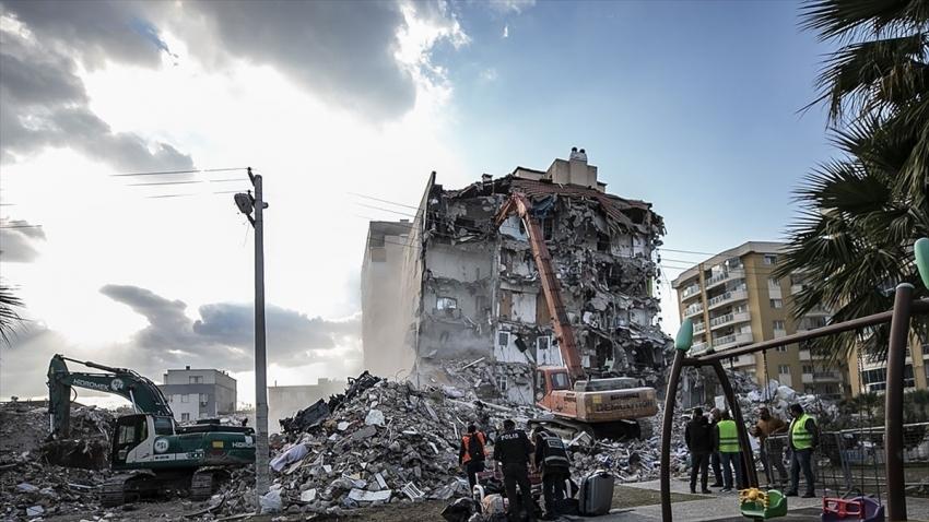 İzmir'deki depremle ilgili 9 şüpheli adliyede
