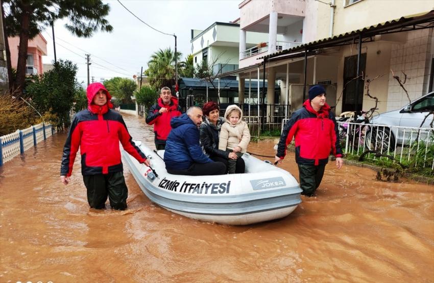 İzmir'deki selde 1 kişi hayatını kaybetti
