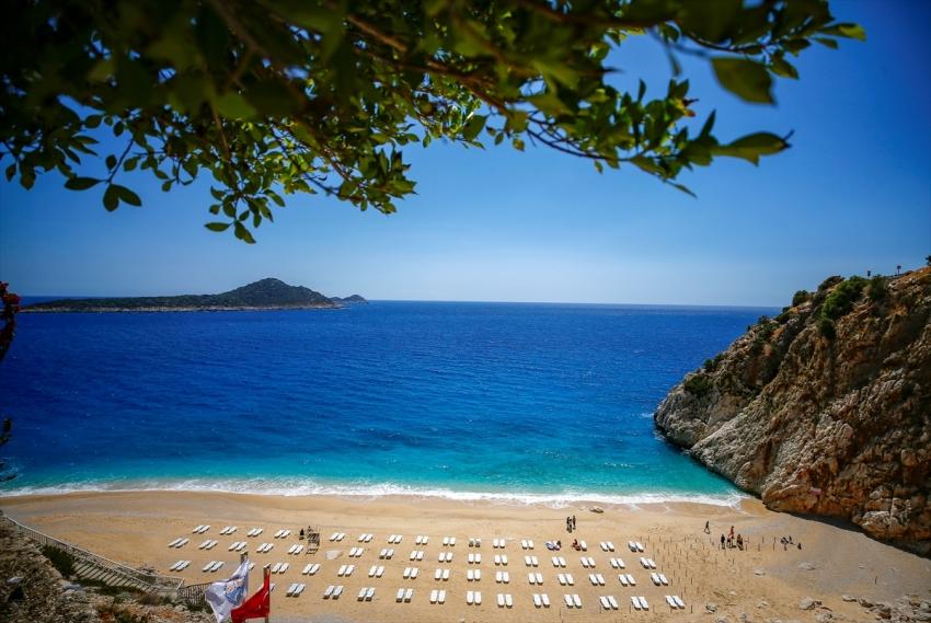 Kaputaş Plajı kapılarını tatilcilere  açtı