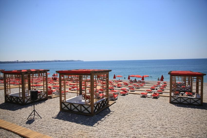 Kısıtlama nedeniyle ünlü plajlar boş kaldı
