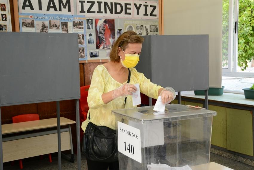 KKTC'de cumhurbaşkanlığı seçimi için oy kullanma başladı