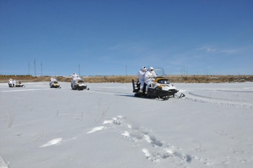 Komandolardan kar motoru ile 'muharebe düzeni' eğitimi