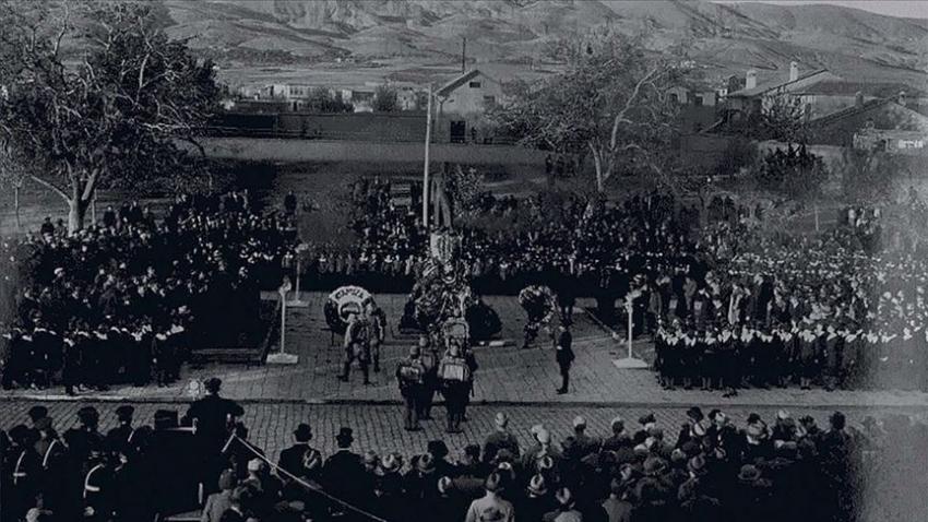 Türk Tarih Kurumu 'milli yas' fotoğraflarını Ata'ya veda albümünde topladı