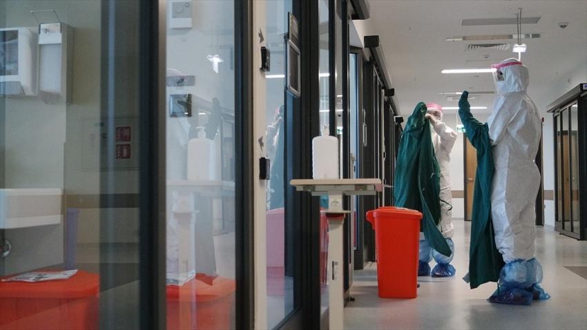 Türkiye'de koronavirüsten can kaybı 10 bin 722 oldu